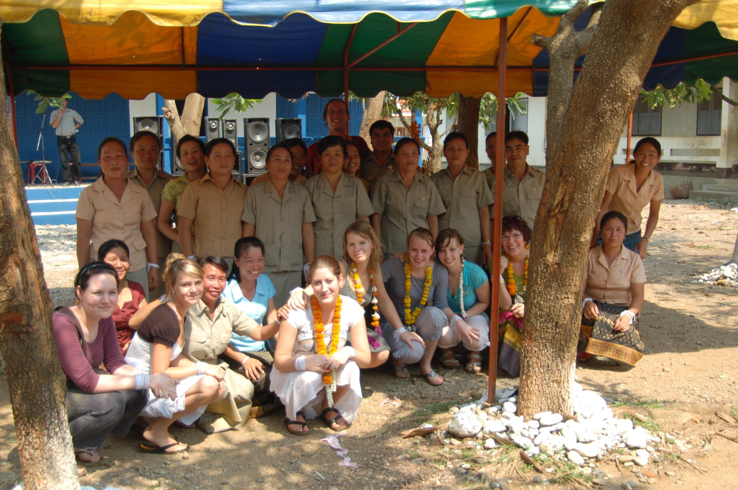 volunteering abroad for schools